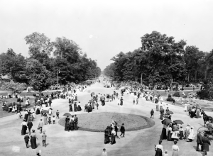 Belle Isle promenade, c. 1900-1910. Reuther Library, Wayne State University.